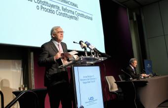 Ministro Burgos se presentó en seminario sobre cambios a la Constitución