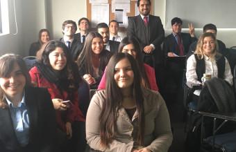 Alumnos de Clínica Jurídica participan en charla sobre emprendimiento
