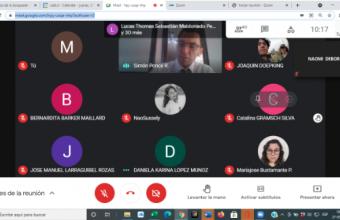 Alumnos de Clínica Jurídica sede Santiago asisten a charla de emprendimiento y atienden usuario online.