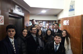 Alumnos de Clínica Jurídica visitan el 28ºTribunal Civil de Santiago