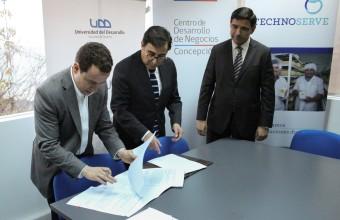 Clínica Jurídica suscribe convenio de colaboración con el Centro de Desarrollo de Negocios de Concepción