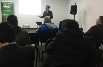 Director de Clínica Jurídica imparte charla sobre los aspectos jurídicos del emprendimiento