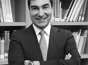 El Profesor José Manuel Díaz de Valdés Juliá es distinguido como Profesor Titular de la Facultad de Derecho.