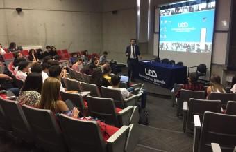 Alumnos de Introducción al Derecho asisten a charla de experto