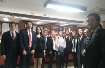 Alumnos de Clínica Jurídica visitan el 24° Juzgado Civil de Santiago